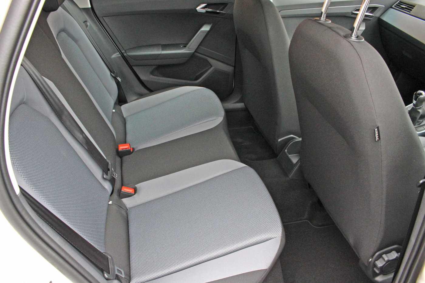 find a used white seat arona diesel hatchback 1 6 tdi se technology 5dr in cardiff seat uk. Black Bedroom Furniture Sets. Home Design Ideas