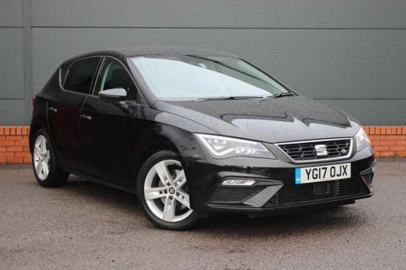 find a used black seat leon 5 door 2016 2 0 tdi fr technology 184 ps dsg in cardiff seat uk. Black Bedroom Furniture Sets. Home Design Ideas