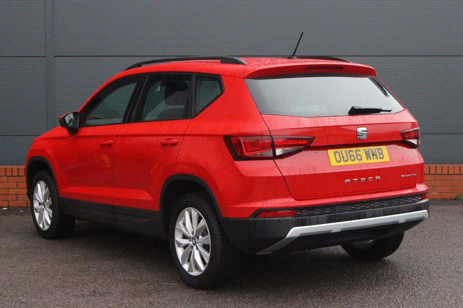 find a used red seat ateca suv 1 6 tdi 115ps se ecomotive 5 door in cardiff seat uk. Black Bedroom Furniture Sets. Home Design Ideas