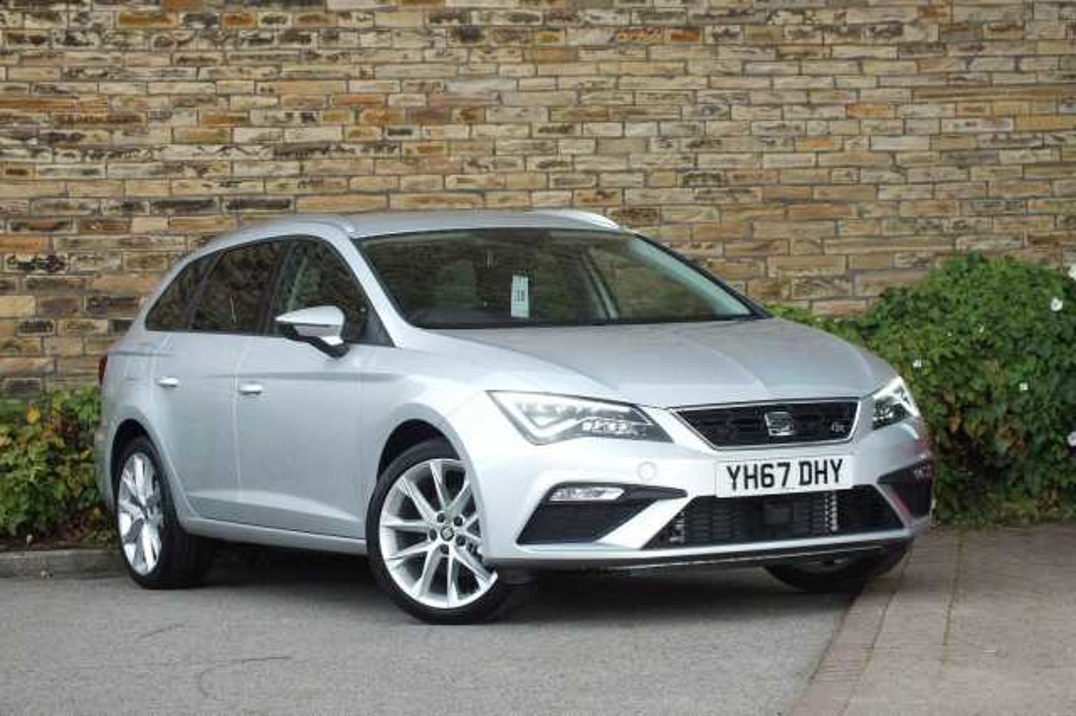 find a used silver seat leon st 2016 2 0 tdi fr technology 150 ps in huddersfield seat uk. Black Bedroom Furniture Sets. Home Design Ideas