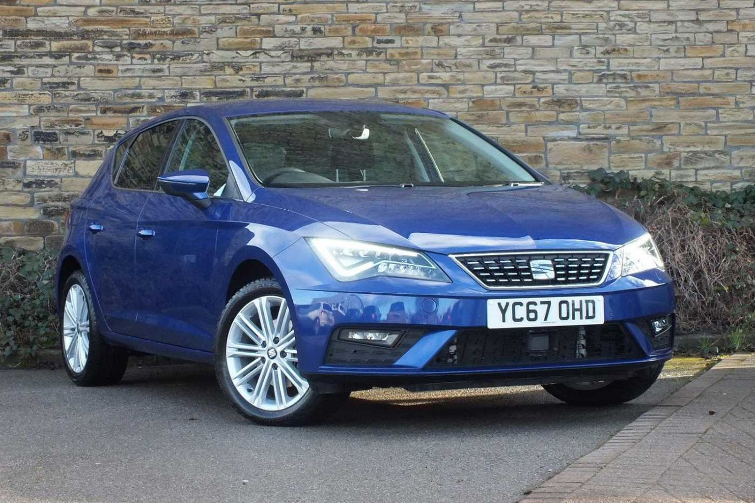 find a used blue seat leon 5dr 2016 1 4 tsi xcellence technology 125ps in huddersfield seat uk. Black Bedroom Furniture Sets. Home Design Ideas