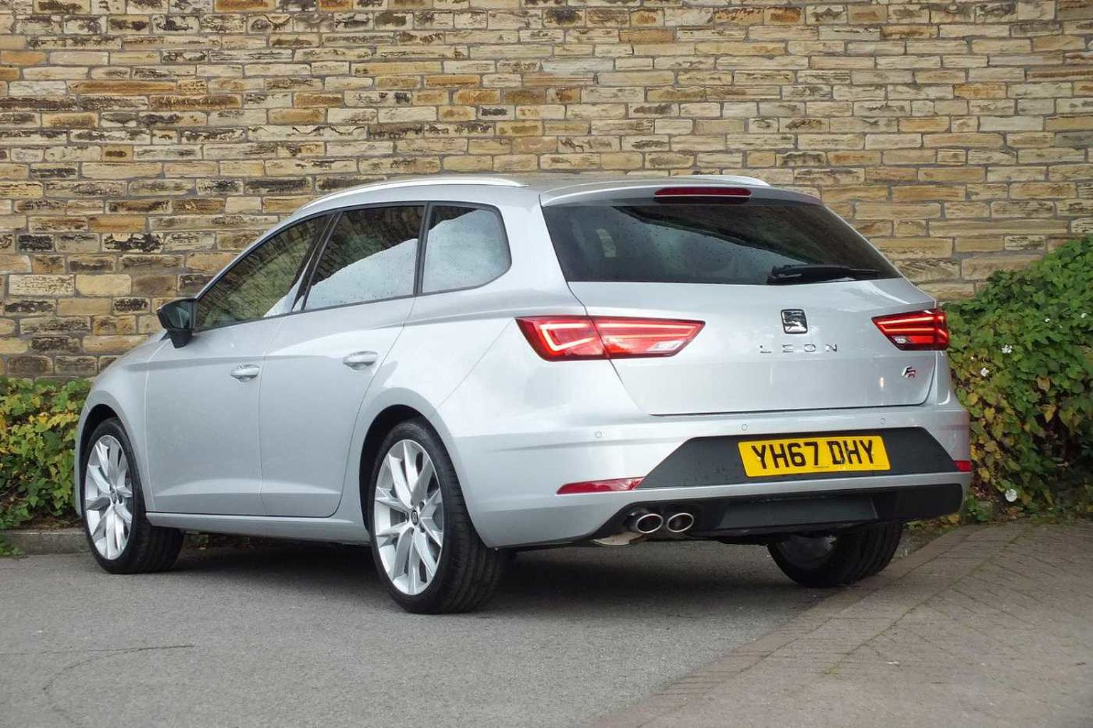 find a used silver seat leon st 2016 2 0 tdi fr. Black Bedroom Furniture Sets. Home Design Ideas