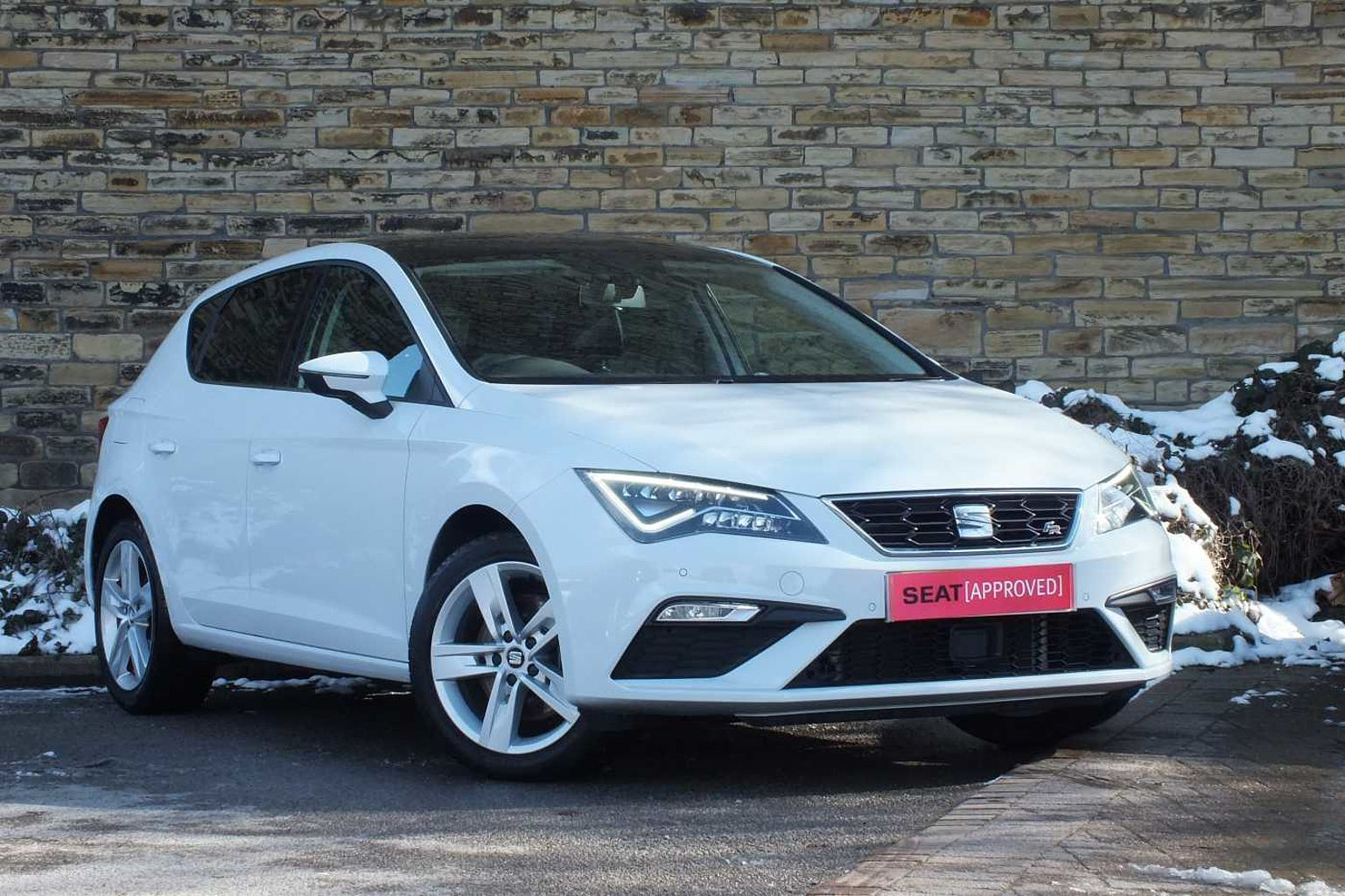 find a used white seat leon 5dr 2016 1 8 tsi fr technology 180 ps in huddersfield seat uk. Black Bedroom Furniture Sets. Home Design Ideas